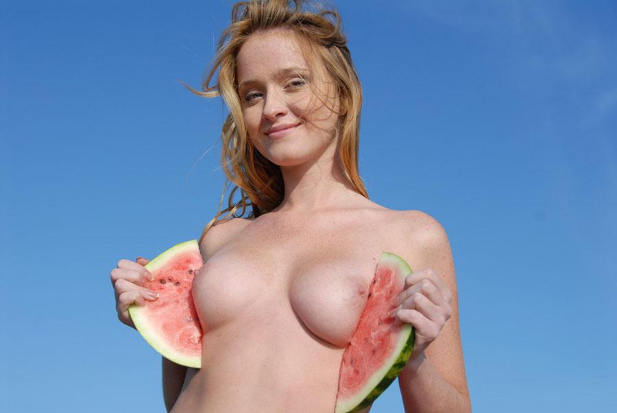 Dívka s melounem